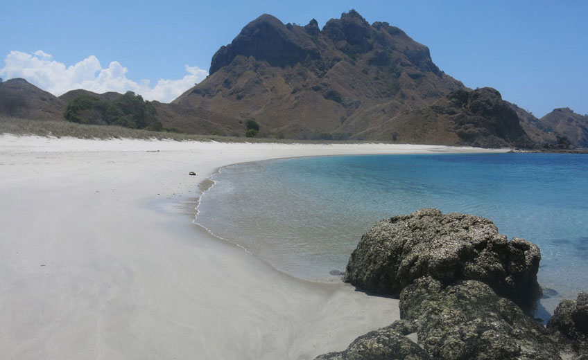 FLORES - BEACHES, VOLCANOES AND HIGHLAND VILLAGES