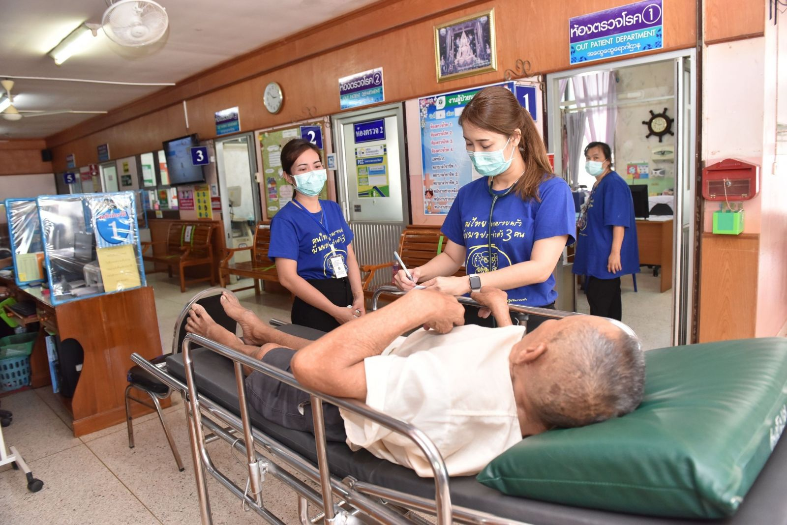 ThaiBev Donates Antiseptic Alcohol Cleanser and Surgical and N95 Masks to Chuklalongkorn University