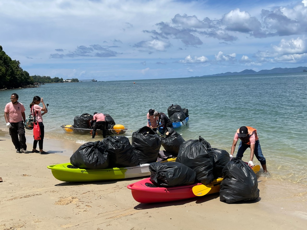Banyan Tree Krabi Marks Earth Day with Beach Clean-Up